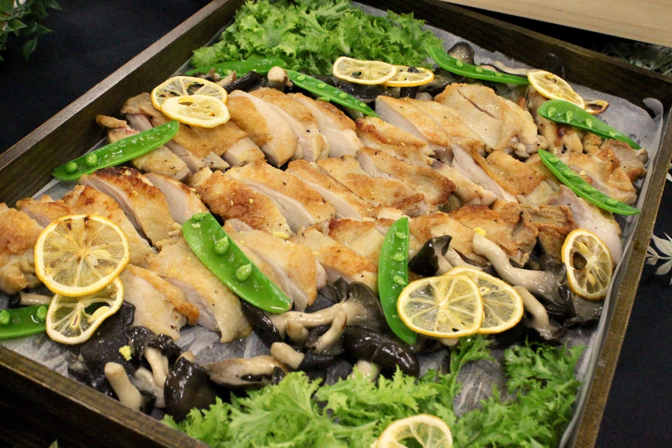 徳島県産阿波尾地鶏もも肉の岩塩レモン焼き