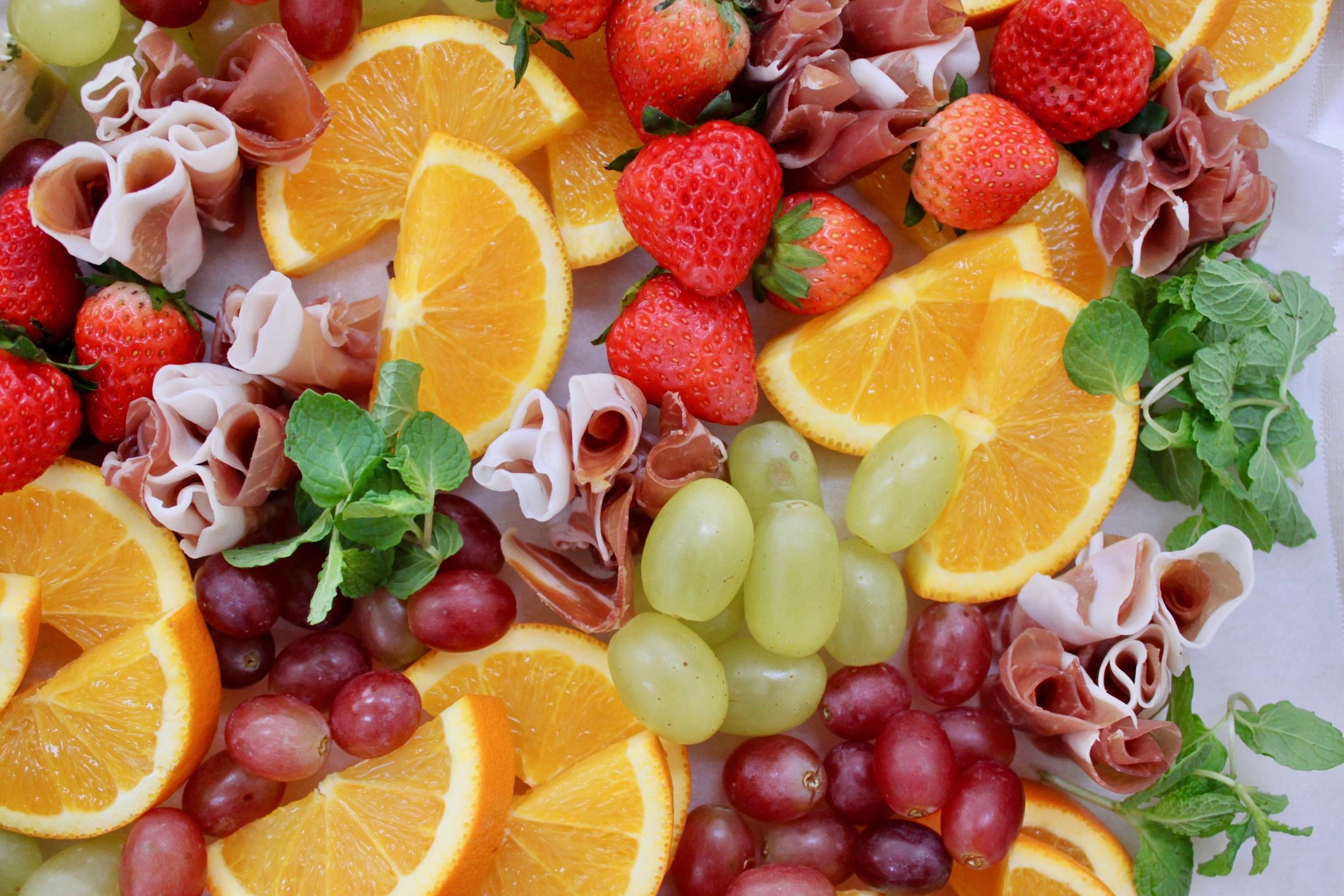 生ハムとフルーツの盛り合わせ
