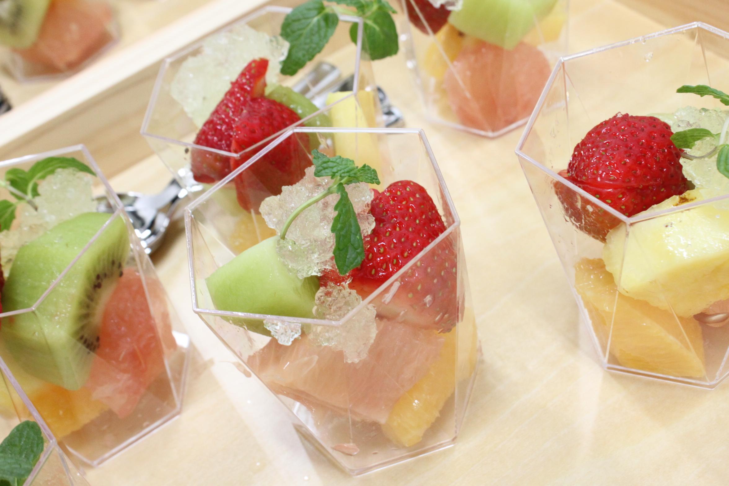 季節のフルーツ、シャンパンジュレ掛け